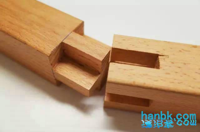 """若榫卯使用得当,两块木结构之间就能严密扣合,达到""""天衣无缝""""的程度."""