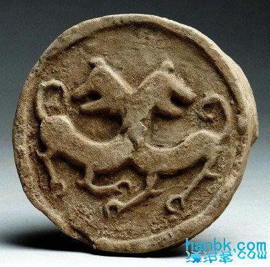这时的瓦当纹饰以动物形象居多,有鹿,四神,鸿雁,鱼及变化的云纹.